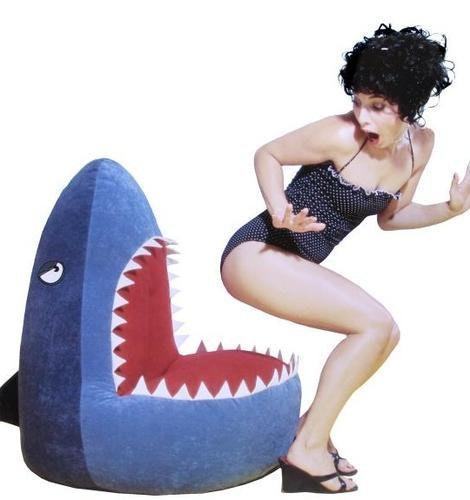 是[好物] 一不小心就一屁股坐進了鯊魚嘴裡這篇文章的首圖