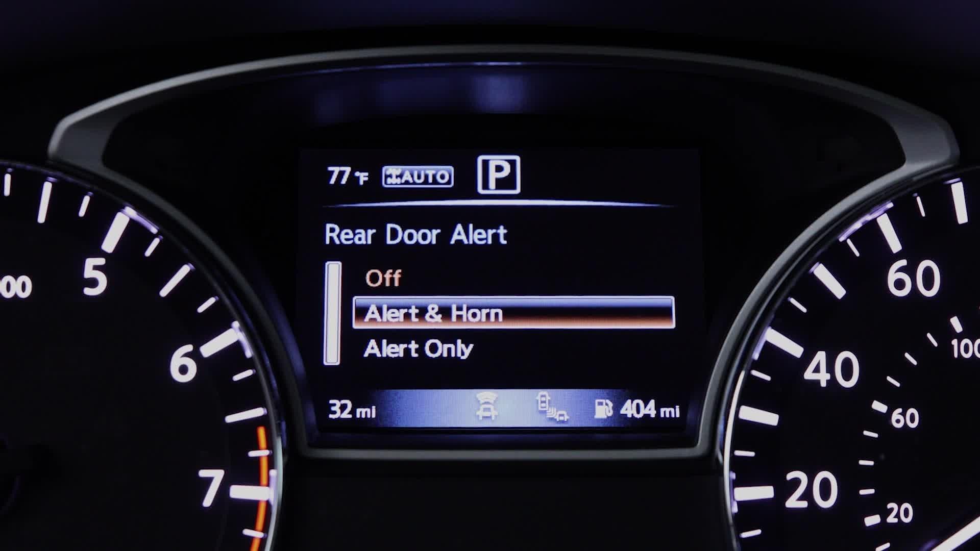 是在工程師媽媽們的發想下,日產新技術提醒駕駛下車前留意後座是否有遺忘東西、包括她們的孩子這篇文章的首圖