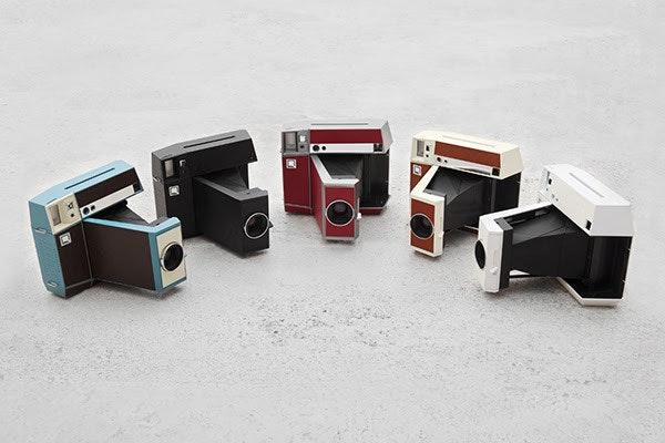 是Lomography 推出全球首款 Analogue 方形拍立得相機 Lomo'Instant Square ,並於 flyingV 推出專案這篇文章的首圖