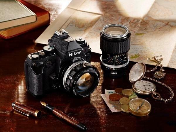 是Nikon Df現身,高質感價位不低,沒有錄影能力。單機身要價2750美元,含鏡頭為2999.95美元。台灣單機身82900元,含鏡頭為89900元。這篇文章的首圖