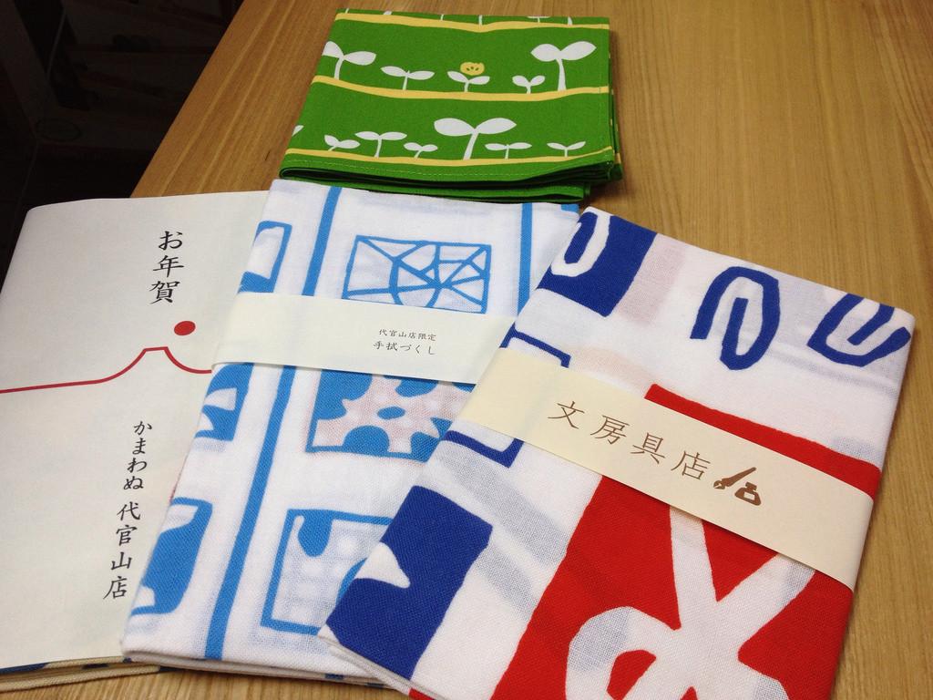 是[面白日本] 淺草雷門幾乎攤攤有賣!來認識傳統日本小物的代表作「手拭巾」~這篇文章的首圖