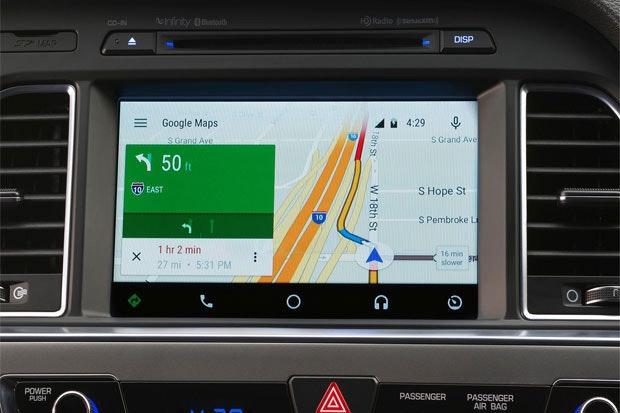 是現代汽車的 2015 年 Sonata 成為首款搭載 Android Auto 平台的市售車這篇文章的首圖
