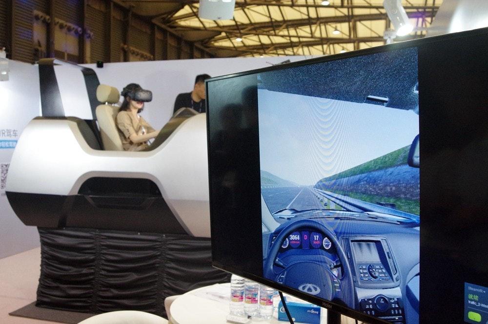 是避免準三寶連教練車都撞爛,透過 Vive 與互動框體先鍛鍊駕車技術吧!這篇文章的首圖
