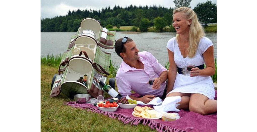 是Gourmet Trotter 提升你野餐品質的時尚推車!這篇文章的首圖