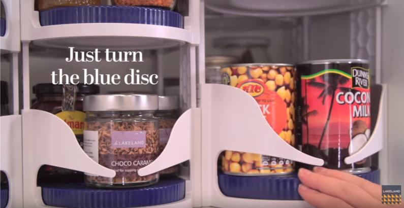 是聰明的廚櫃醬料旋轉收納架這篇文章的首圖
