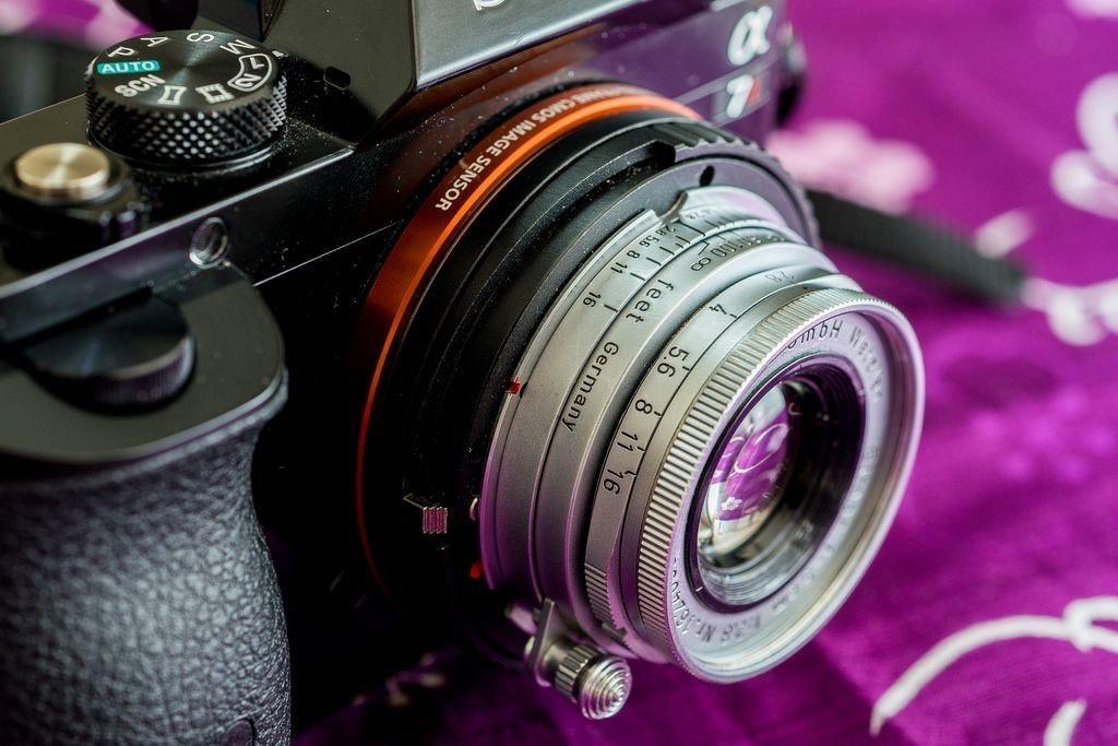 是[攝影小教室] 拋開那些貴翻的現代原廠鏡頭吧!轉接鏡頭讓你的相機充滿無限可能!這篇文章的首圖