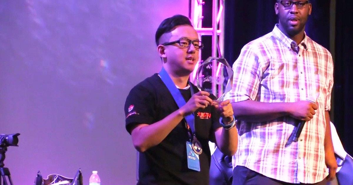 是冠軍在此!台灣選手E.T成為EVO 2017格鬥遊戲大賽之KOF14世界冠軍這篇文章的首圖