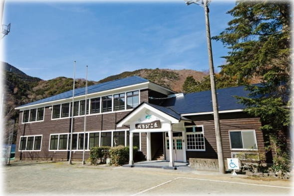 是日本西伊豆小學改建的青年旅舍這篇文章的首圖