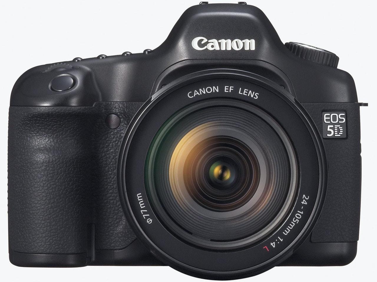 是促使 35mm 全片幅數位單眼普及的功臣 Canon EOS 5D 誕生十周年這篇文章的首圖