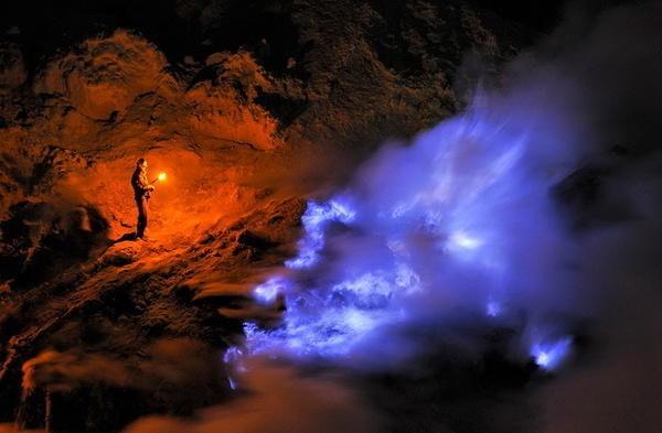 是來自地獄?拍攝印尼火山的藍色熔硫火焰這篇文章的首圖