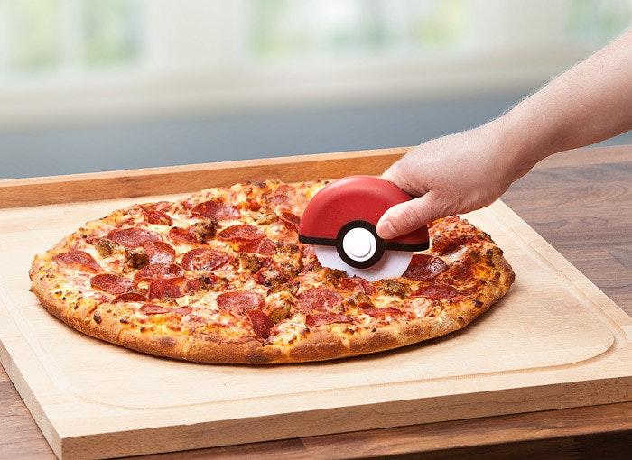 是幫你把食物收服到肚子裡的披薩刀這篇文章的首圖