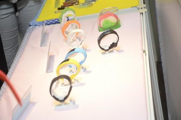 是Computex 2014:從能夠顯示容量的隨身碟手錶,變身成為多功能的手環這篇文章的首圖